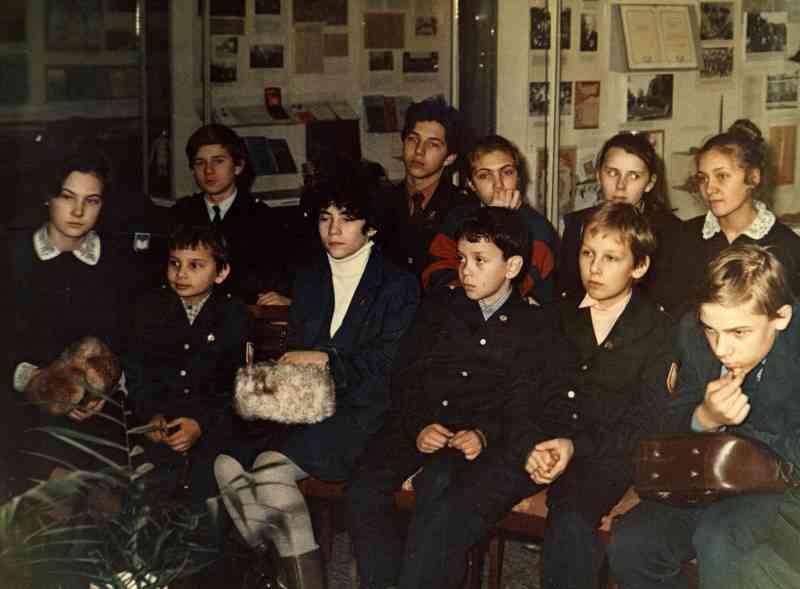 На занятиях клуба интересных встреч в музее. 1988г.