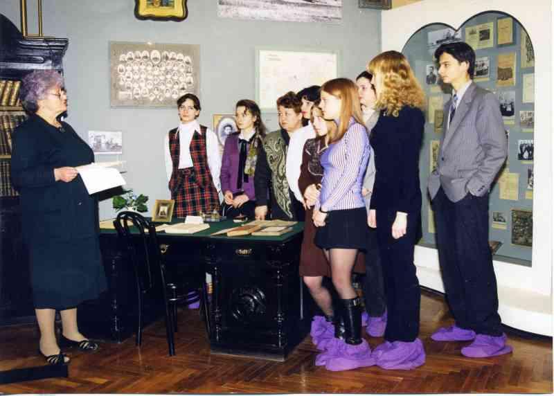 Класс гидов-переводчиков при разработке экскурсии. 1997г.