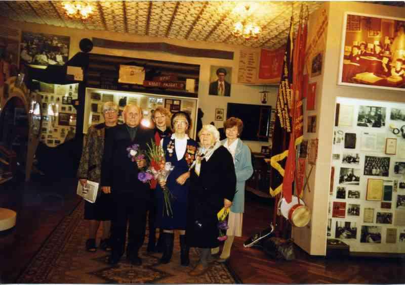 Ветераны-рабфаковцы на встрече м музее. 1999г.