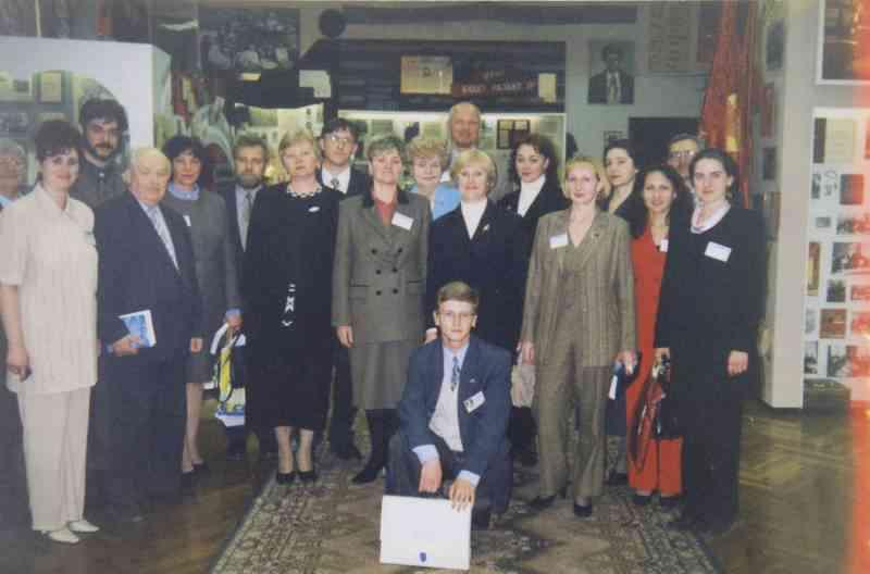 Участники Всероссийской научно практической конференции в музее. февраль 2001г.