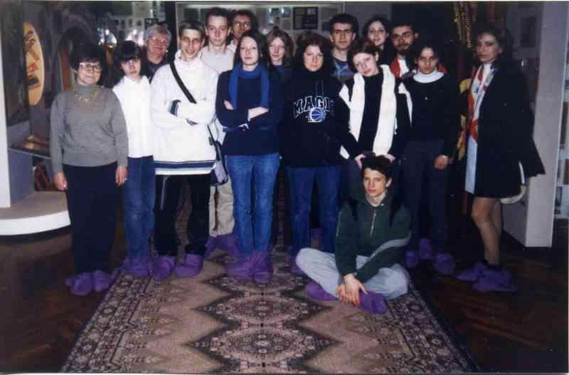 Учащиеся из Франции в народном музее образования. Апрель, 2002
